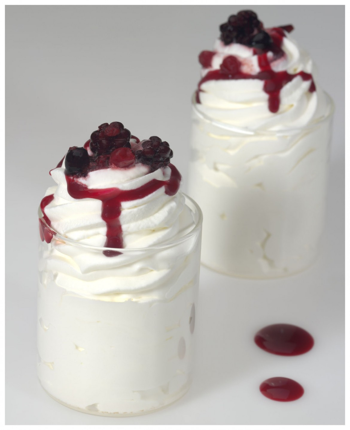 8 2 Helado de yogurt con salsa de frutas rojas (2)